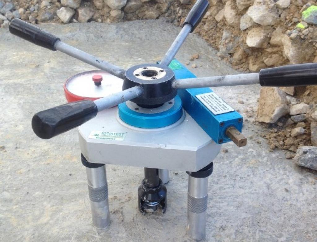 BETEX s'équipe de dynamomètres de traction pour effectuer des tests d'adhérence par arrachement (essais SATEC)